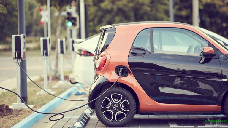 Ladungsträgerbewegung - Betankung eines E-Cars mit elektrischer Ladung