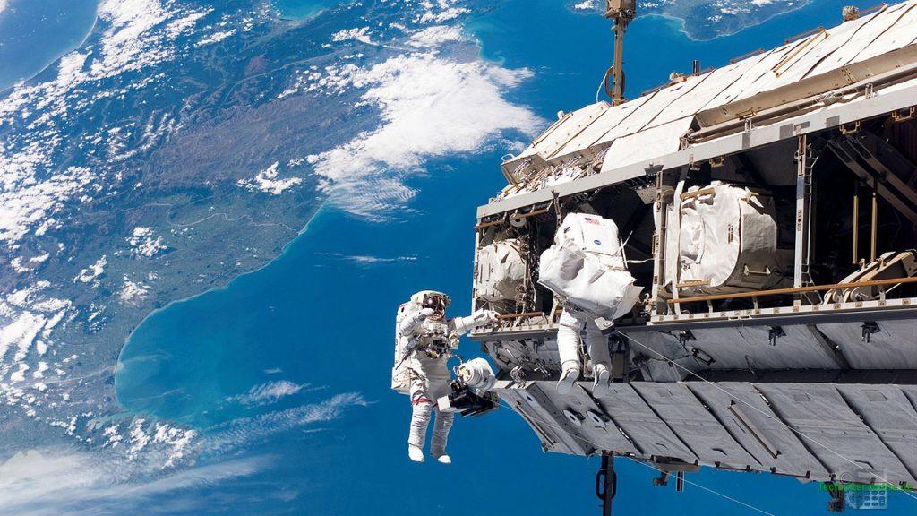 Das erste Newtonsche Gesetz: Weltraumspaziergang